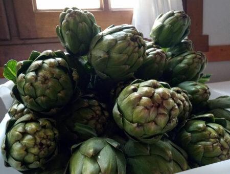 Hemos empezado con la alcachofa de Navarra. Un manjar de temporada.